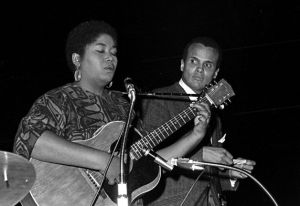 Odetta Holmes and Belafonte sing of hope (photo by Robert Abbot Sengstacke)