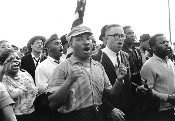 King and Marchers singing (photo by Matt Herron)