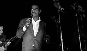 Sammy Davis, Jr. sings the National Anthem at the Stars for Freedom rally. (photo by Robert Abbot sengstacke)